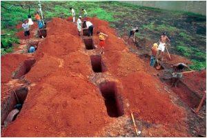Em Curionópolis, velório dos 19 sem-terra assassinados pela PM do Pará.
